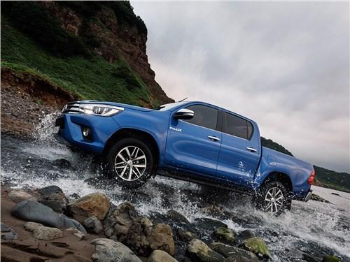 Toyota HiLux 2016 вид сбоку