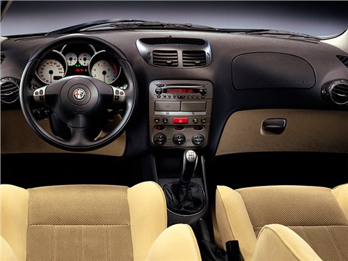 Бестселлеры. (Alfa Romeo 147, Audi A3, BMW 1, Fiat Bravo, Honda Civic, Volvo C30) 147 - Alfa Romeo 147 2000 водительское место