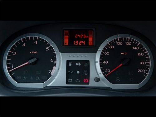 Lada Largus Cross 2014 приборная панель