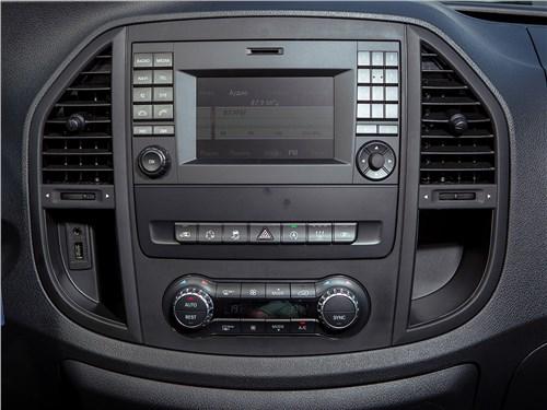 Предпросмотр mercedes-benz vito tourer 2015 центральная консоль
