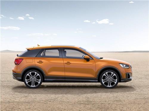 Audi Q2 2017 вид сбоку