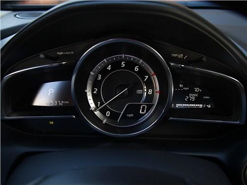 Mazda CX-3 2015 приборная панель