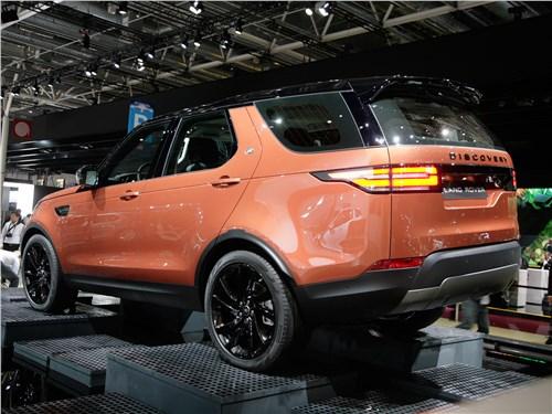 На «ты» с бездорожьем Discovery - Land Rover Discovery 2017 вид сзади