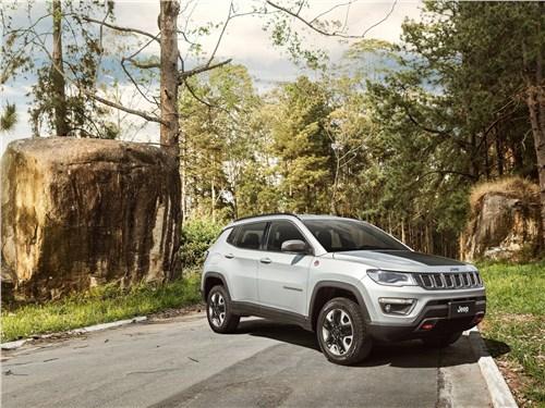 Jeep Compass 2017 вид спереди сбоку