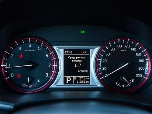 Suzuki Vitara S 2016 приборная панель