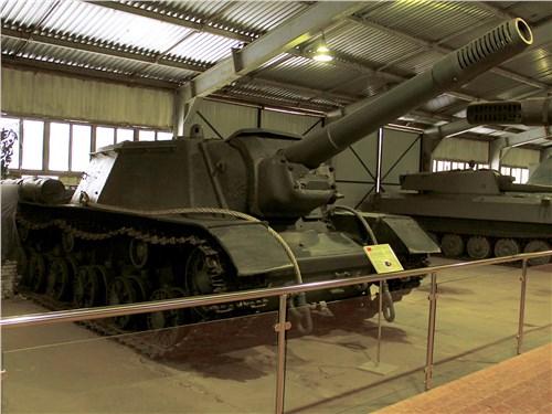 Из семейства самоходок СУ-152 в Кубинке есть и серийные машины, и прототипы