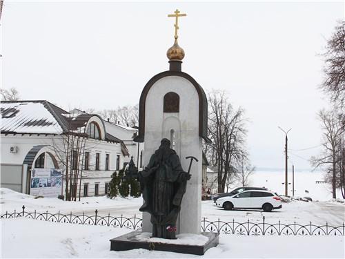 Памятник Макарию Калязинскому – основателю Троицкого Макарьева монастыря