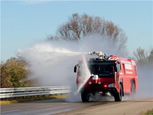 1100-сильный Superdragon спасает от огня самолеты
