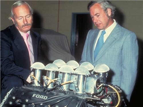 Колин Чепмен и Кейт Дакворт с новым двигателем, 1974 год