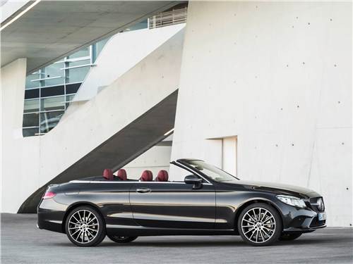Mercedes-Benz C-Class Cabriolet 2019 вид сбоку