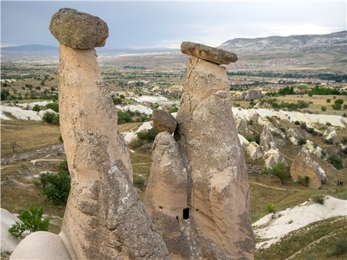 Причудливые скалы в Каппадокии образовались в результате бурной в прошлом вулканической деятельности
