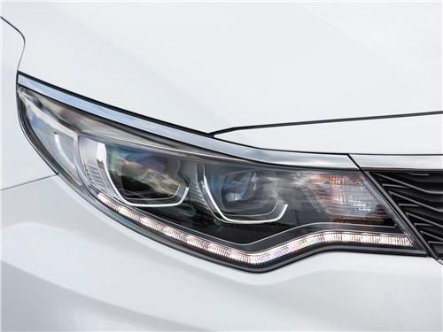KIA Optima GT Line проверяет на прочность вернувшегося в Россию Subaru Legacy Optima - KIA Optima 2019: передняя фара