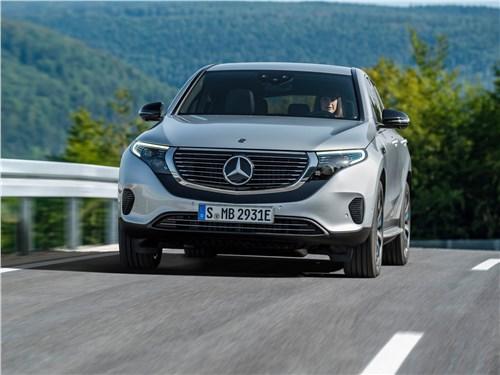 Mercedes-Benz EQC 2020 вид спереди