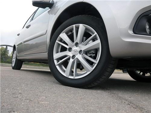 Предпросмотр lada granta 2019 заднее колесо