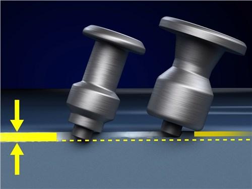 Зауженный верхний фланец шипа от Michelin меньше препятствует проникновению наконечника в лед
