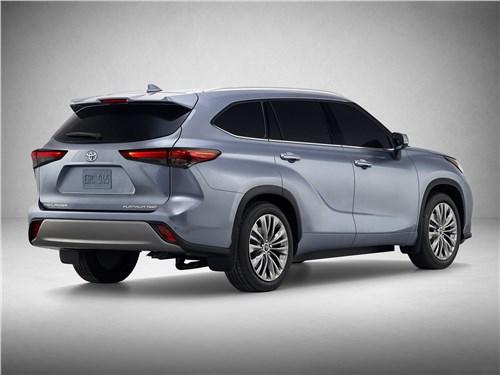 Toyota Highlander 2020 вид сзади