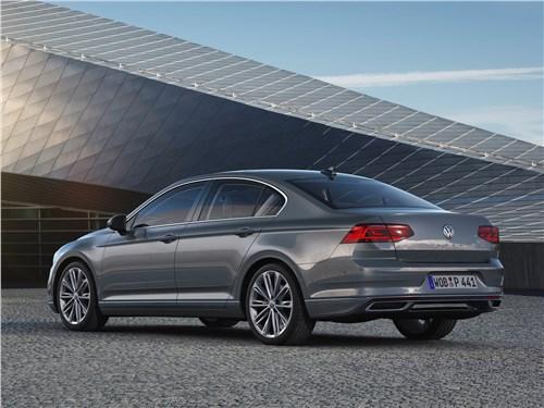 Volkswagen Passat 2020 вид сзади