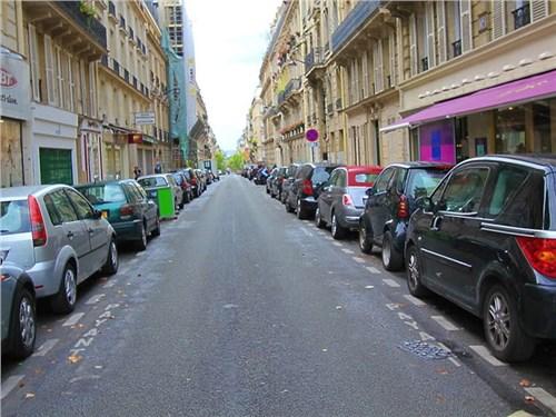 Парижские власти лишают горожан парковки