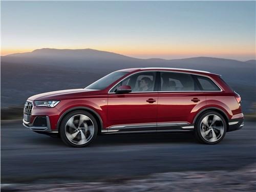 Audi Q7 2020 вид сбоку