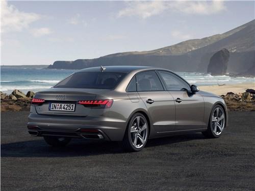 Audi A4 2020 вид сзади