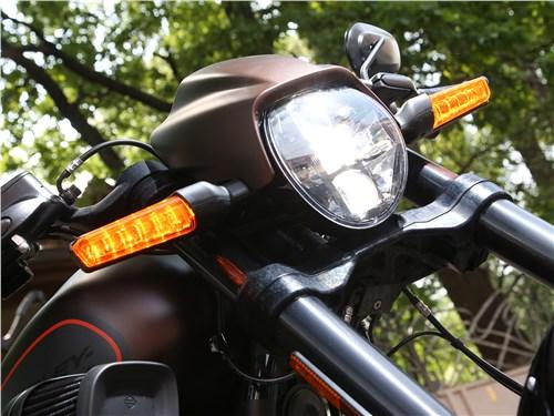 Harley-Davidson FXDR передняя фара