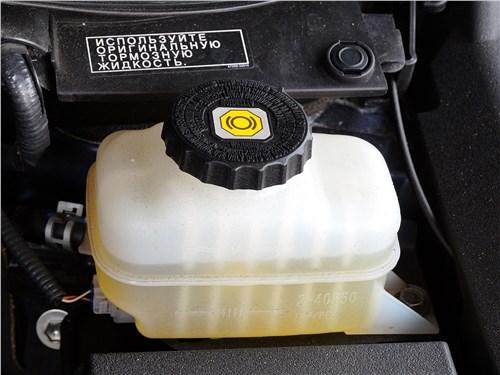 Многие автопроизводители настаивают на использовании только оригинальной тормозной жидкости