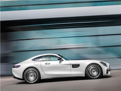Mercedes-Benz AMG GT 2020 вид сбоку