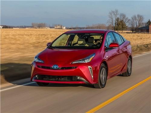 Toyota Prius 2019 вид спереди