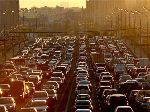 Власти предупредили об осложнении дорожной ситуации в Москве