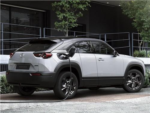 Mazda MX-30 2021 вид сзади