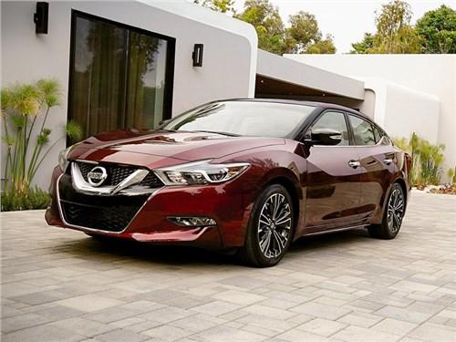 Nissan отзывает почти полмиллиона машин