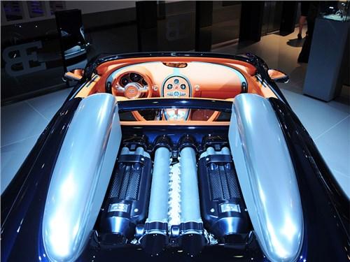 Новость про Bugatti - В Bugatti не собираются отказываться от мощных моторов