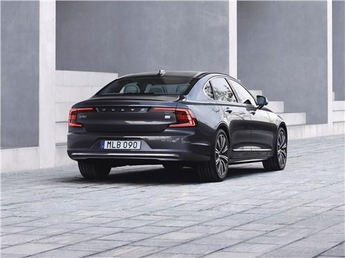 Volvo S90 2020 вид сзади
