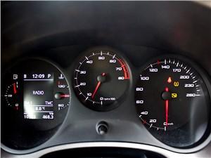 SEAT Leon FR 2012 приборная панель