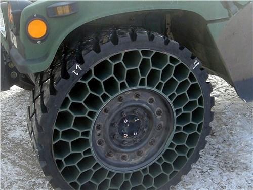 Шина NPT с похожими на соты упругими элементами предназначена в первую очередь для военных