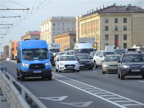 Автомобилистам полностью запретят проезд по выделенным полосам
