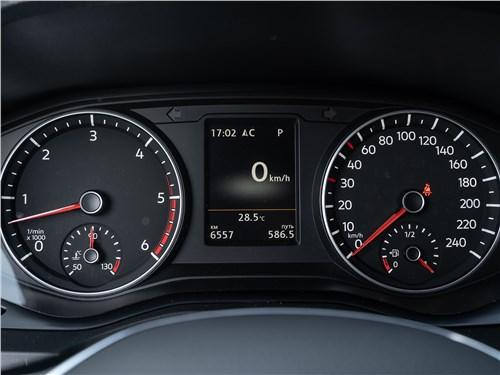 Volkswagen Amarok Aventura (2020) приборная панель