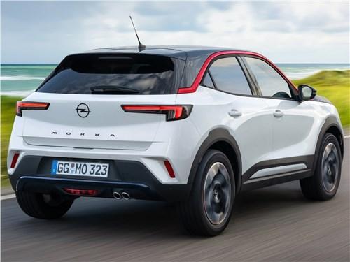 Opel Mokka (2021) вид сзади