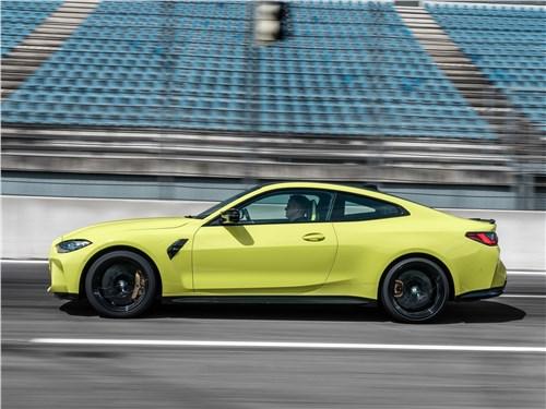 BMW M4 Coupe Competition (2021) вид сбоку