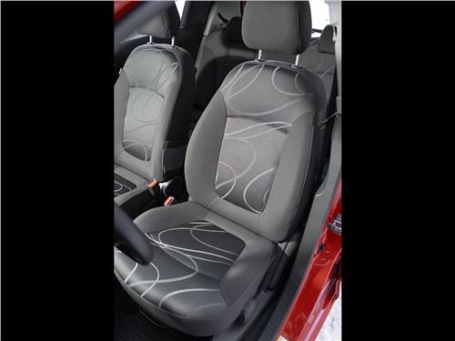 Chevrolet Spark (2010) передние кресла