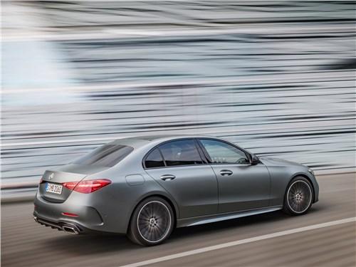 Mercedes-Benz C-Class (2022) вид сбоку сзади