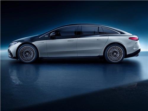 Mercedes-Benz EQS (2022) вид сбоку