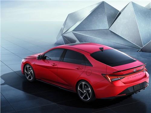 Hyundai Elantra посоревнуется с Subaru WRX.