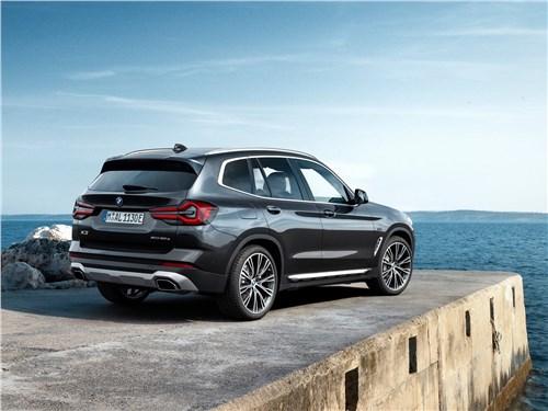 BMW X3 (2022) вид сзади