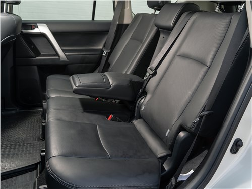 Toyota Land Cruiser Prado (2017) задний диван