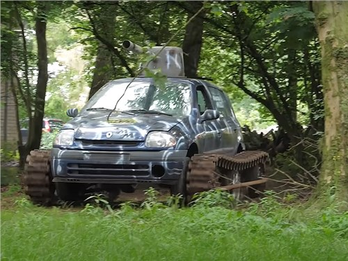 Renault Clio превратили в танк
