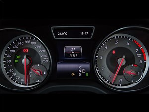 Mercedes-Benz GLA-klasse 2015 приборная панель