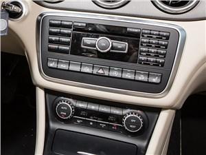 Mercedes-Benz GLA-klasse 2015 центральная консоль