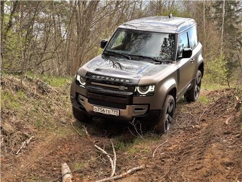 Land Rover Defender 90 (2020) вид спереди