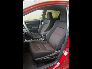 Toyota Auris 2013 передние кресла